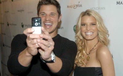 Nick and Jessica are taking a selfie during the Sony Ericsson event they hosted in Los Angeles.