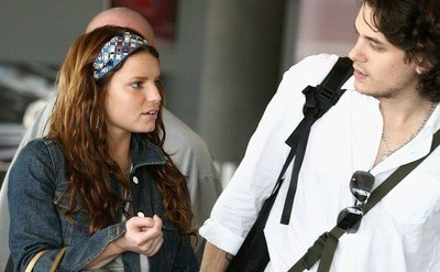 Jessica Simpson and John Mayer are leaving Perth Airport.