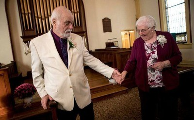 /trending/high-school-sweethearts-finally-wed-after-spending-63-years-apart/img/highschoolsweethearts13_MobileImageSizeReigNN.jpg